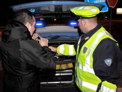 """Beccato ubriaco al volante ma guidava """"piano"""": assolto e patente salva"""