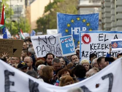 Soros mobilita 70mila persone per fare la guerra a Orban