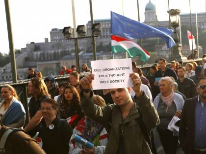Continua il braccio di ferro tra Orban e Soros: nuove manifestazioni a Budapest
