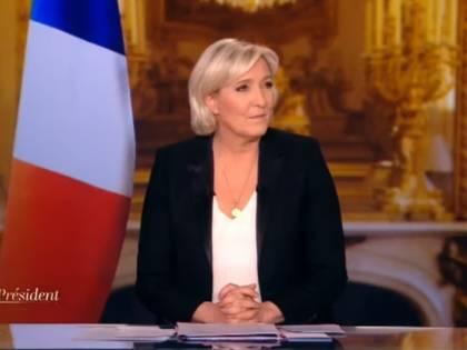 """L'ultima provocazione della Le Pen: """"No alla bandiera dell'Ue in studio"""""""