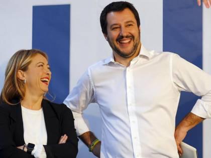 """Gli anti Ue d'Italia festeggiano la Le Pen: """"È ora di liberarsi dalla gabbia"""""""