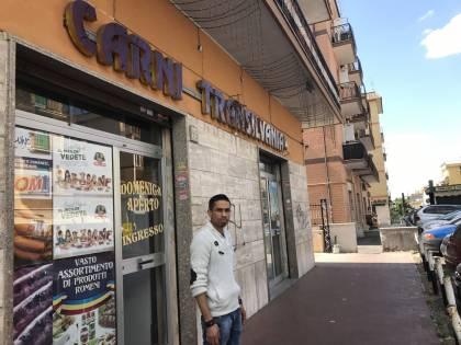 Pochi controlli e meno tasse: così i negozi stranieri battono la concorrenza italiana