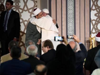 """Il Papa dopo la visita al Grande Imam: """"Dal dialogo con l'islam nasce la pace"""""""