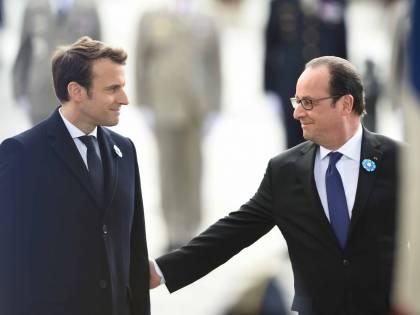 """Hollande """"benedice"""" Macron: """"Sarò sempre al suo fianco"""""""
