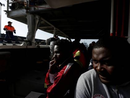 In manette il parroco: soldi per l'assistenza spirituale dei migranti