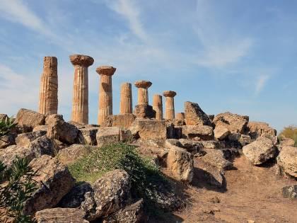 Il controllo del clan sui reperti archeologici