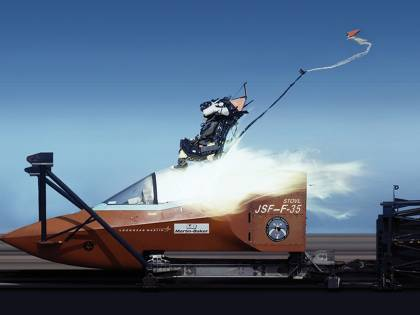 F-35A, rimosse le restrizioni di volo per i piloti leggeri