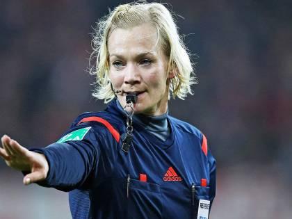 Steinhaus, primo arbitro donna in Bundesliga: è la compagna dell'ex fischietto Webb