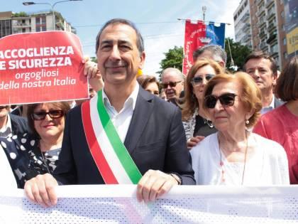 """Sala e Majorino coi migranti Ma """"dopo la sfilata niente"""""""