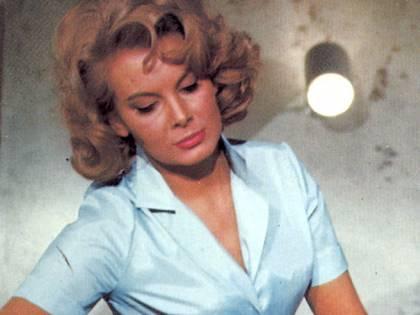 Molly Peters è morta: fu la prima Bond girl della saga a spogliarsi