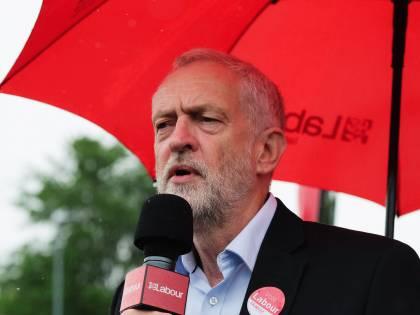 """Londra, l'attentato infiamma la campagna elettorale. Corbyn: """"May si dimetta"""""""