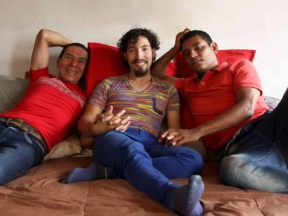 Colombia, nasce la prima famiglia poliamorosa: matrimonio tra 3 uomini