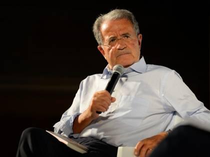"""Prodi fa il paladino dell'Europa: """"Esporre la bandiera dell'Ue"""""""