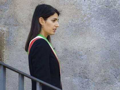 Roma, chiesto rinvio a giudizio per la Raggi nel caso Marra