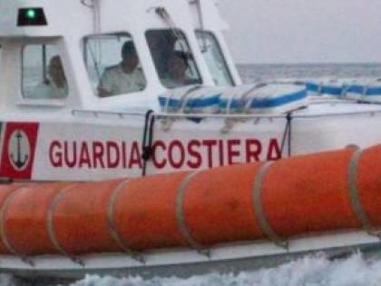 Brindisi, albanese si butta due volte a mare per non essere rimpatriato