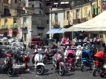 Il porto di Napoli, tra pescatori e bellezze nascoste