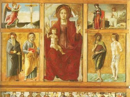 La Madonna sfila davanti alle aziende indagate: caos a Barletta