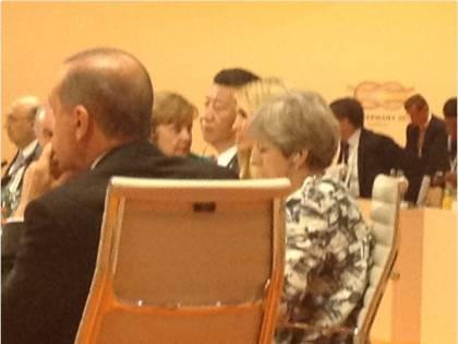 G20, Ivanka Trump prende il posto del padre al tavolo dei leader: è polemica