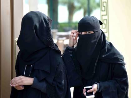 """""""Con il burqa non riesco a visitarla"""". E il marito islamico punta la pistola contro il medico"""