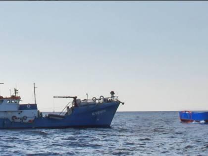 """Ong e """"traffico umanitario"""": così è crollato il totem dei buonisti"""