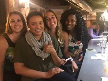 Dà appuntamento a 6 ragazze la stessa sera: conto da capogiro