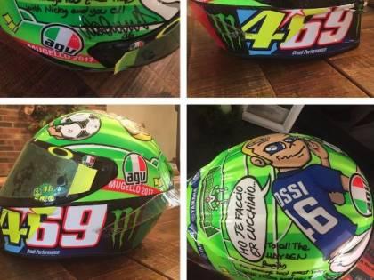Valentino Rossi dona alla famiglia di Hayden il casco usato al Mugello