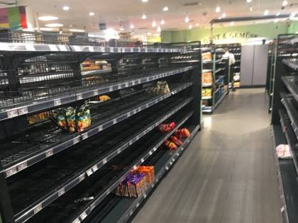 Amburgo, la campagna di un supermercato: scaffali vuoti contro il razzismo