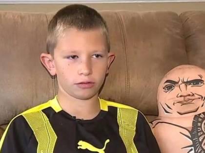 """Usa, bambino-eroe salva il fratellino dall'annegamento imitando """"The Rock"""""""