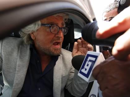 """""""Trasparenza su chi finanzia i blog"""". Il Pd vuol cancellare Grillo dal web"""