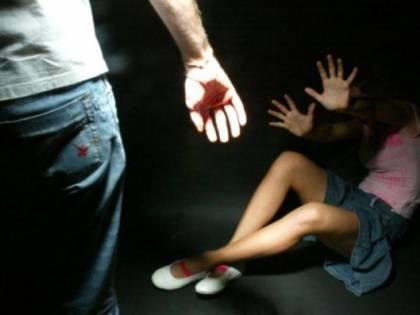 La prof legata e picchiata in classe
