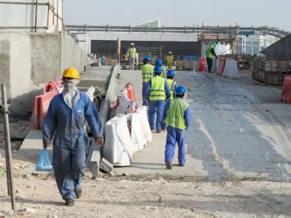 Mondiali di calcio in Qatar, migliaia di lavoratori in pericolo di vita