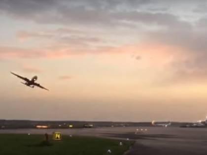 Air Berlin, scatta l'indagine per inchino a torre di controllo