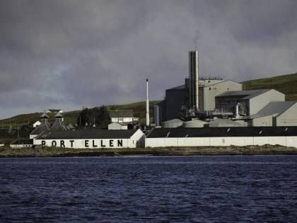 E in Scozia riaprono le (ricche) distillerie fantasma