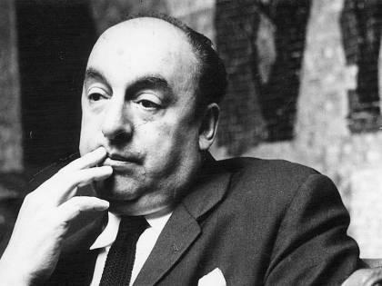"""""""Canti"""", amanti e ideologia. Il poeta del secolo è Neruda"""