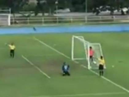 Asia, il calcio di rigore  più comico della storia