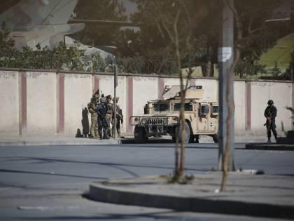 Due morti nell'attacco a una stazione televisiva a Kabul