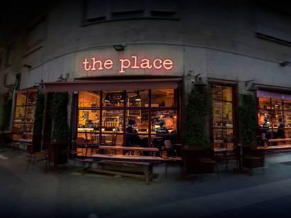 """""""The Place"""", perfetti sconosciuti in balia di demoni e desideri"""