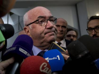 Il passo indietro di Tavecchio: lascia la presidenza della Figc