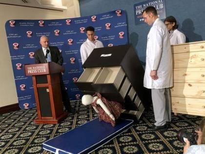 """Ikea ritira le cassettiere """"Malm"""" dopo la morte di 8 bambini"""