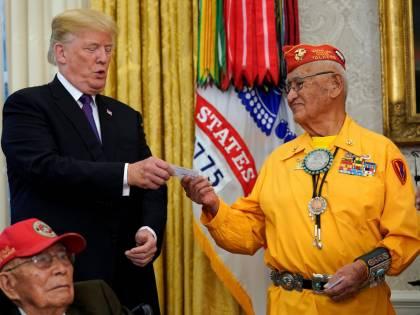 La gaffe di Trump: parla ai nativi americani e cita Pocahontas
