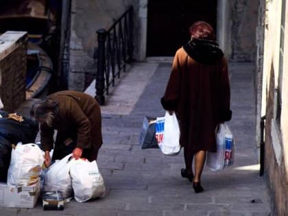 Censis, aumenta la povertà assoluta. Il Paese è sempre più rancoroso