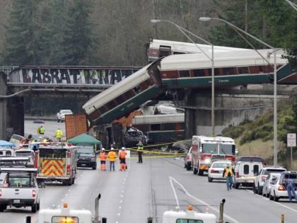 Seattle, treno deragliato a 130 km orari: il limite era di 50