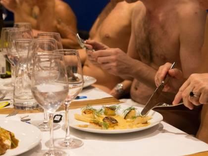 Vergogne al vento per la cena: è boom il ristorante nudista