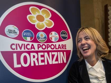 """La gaffe della Lorenzin: """"Quello è Gino Paoli?"""". Ma è Enzo Ferrari"""