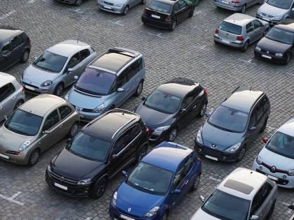 Roma, turiste straniere rubano antenne da auto: arrestate, ma il giudice le assolve
