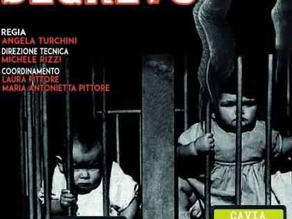 """Firenze, lo spettacolo choc dei no vax: """"Bambini usati come cavie"""""""