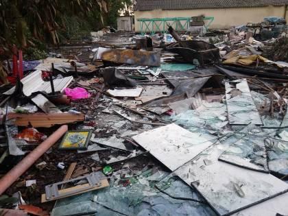 Il business dei rom che si fanno pagare per bruciare i rifiuti