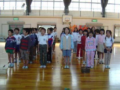 Giappone, scuola adotta la divisa di Armani: esplode la polemica