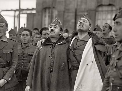 Spagna, scontri contro il trasferimento del corpo di Franco