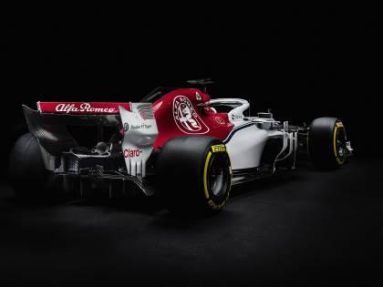 Formula Uno, l'Alfa Romeo Sauber toglie i veli: pronta per i test di Barcellona